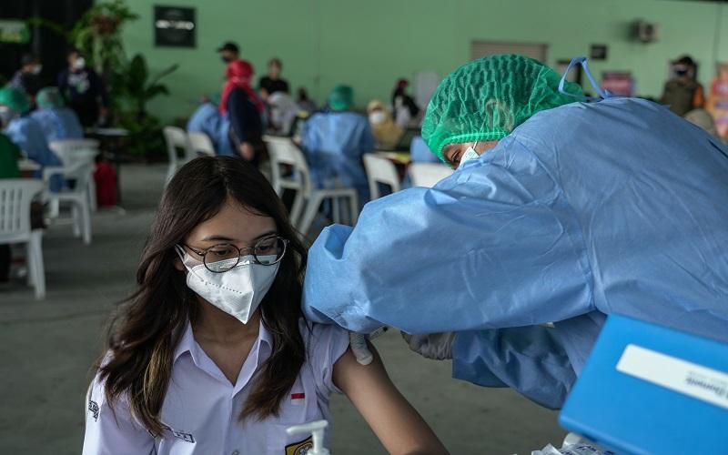 Jawa Barat Rumuskan Wajib Vaksin untuk Bepergian