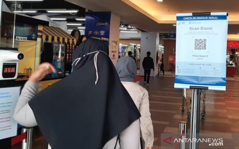 PELONGGARAN PPKM : Tingkat Kunjungan Mal Terbatas