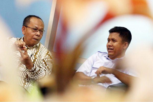 Direktur Utama PT Jasa Armada Indonesia Dawam Atmosudiro (kiri) didampingi Pemimpin Redaksi Bisnis Indonesia Hery Trianto saat mengunjungi kantor redaksi Bisnis Indonesia, di Jakarta, Senin (20/11). PT Jasa Armada Indonesia berencana menambah 15 kapal dalam dua tahun mendatang guna menopang ekspansi jasa pemanduan. Perseroan juga bakal memperluas jasa pemanduan ke wilayah eksplorasi dan produksi minyak dan gas.  JIBI/Bisnis/Nurul Hidayat