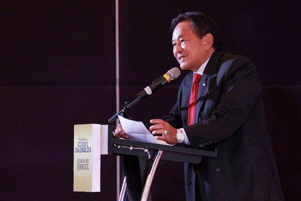 Wakil Presiden Komisaris PT Jurnalindo Aksara Grafika Soebronto Laras, memberikan sambutan pada acara Bisnis Indonesia Economic Challenges 2018 di Jakarta, Senin (4/12). Acara tersebut mengambil tema Keseimbangan Baru Ekonomi Digital.  JIBI/Bisnis/Dwi Prasetya