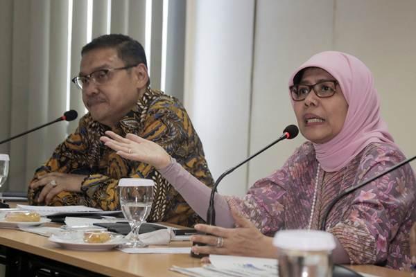 Direktur Utama PT Jasa Marga (Persero) Tbk Desi Arryani (kanan) memberi paparan didampingi Human Capital and General Affairs PT Jasa Marga (Persero) Tbk Kushartanto Koeswiranto saat berkunjung ke kantor Bisnis Indonesia, di Jakarta, Rabu (17/1). Sepanjang 2017 Jasa Marga mencatat penambahan jalan tol beroperasi sepanjang 88,9 Km dan konsesi ruas tol baru sepanjang 236,9 Km.   JIBI/Bisnis/Felix Jody Kinarwan