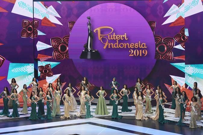 Finalis mengikuti malam final pemilihan Puteri Indonesia 2019 di Jakarta Convention Center, Jakarta, Jum'at (8/3/2019). Kontes pemilihan Puteri Indonesia ke-23 itu diikuti 39 finalis dari perwakilan provinsi di Indonesia. ANTARA FOTO/Indrianto Eko Suwarso