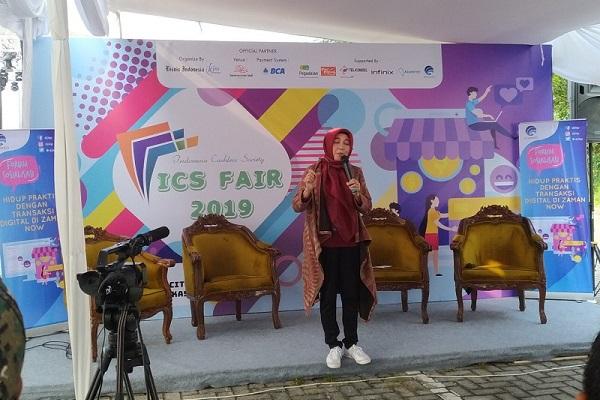 Sambutan pembuka dari Direktur Informasi dan Komunikasi Perekonomian dan Kemaritiman Kementerian Informasi dan Informatika Republik Indonesia: Setriana Tangkary SE, MM