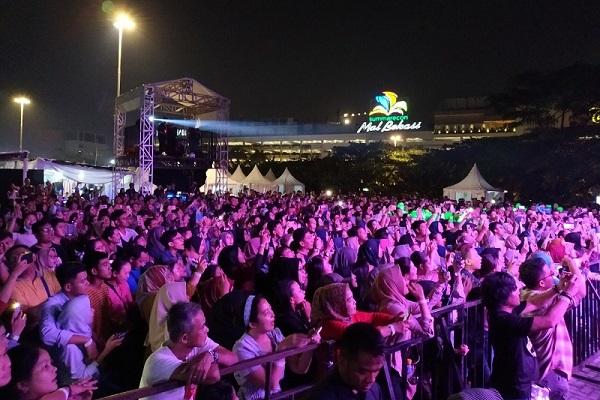 Suasana crowd pengunjung acara Bazaar dan Entertainment