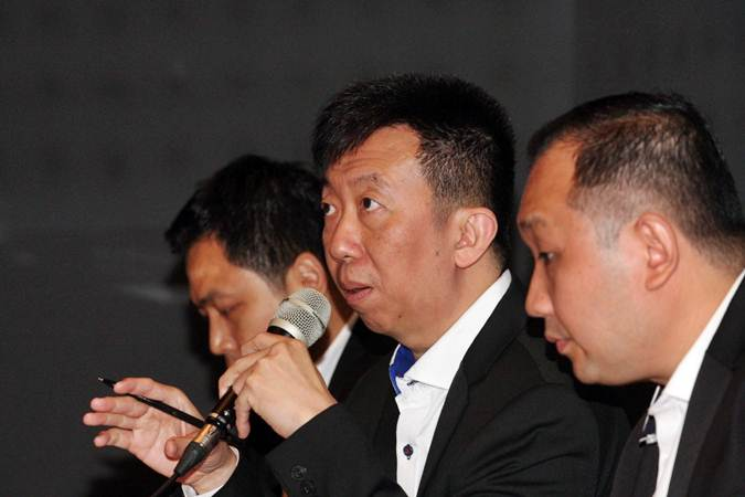 Direktur Utama PT Mega Perintis Tbk FX Afat Adinata Nursalim (tengah) memberikan penjelasan mengenai kinerja perusahaan saat paparan publik di Jakarta, Senin (24/6/2019). Perusahaan ritel khusus pria tersebut tahun ini akan menambah 20 gerai baru dengan menyiapkan belanja modal sekitar Rp30 miliar. Bisnis/Dedi Gunawan