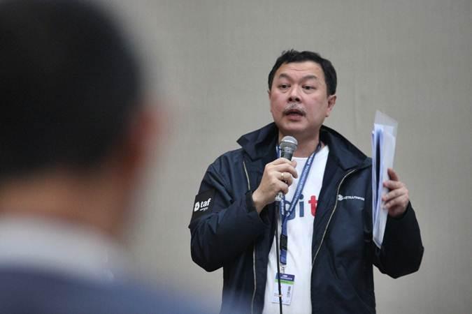 Presiden Direktur PT Toyota Astra Financial Services (TAF) Agus Prayitno Wirawan memberikan penjelasan mengenai aplikasi mobile DigiTaf dan ToyotaFlex di ajang Gaikindo Indonesia International Auto Show di Tangerang, Banten (19/7/2019). DigiTaf adalah aplikasi mobile yang digunakan oleh sales Team Leader sementara ToyotaFlex untuk konsumen Toyota Finance. Bisnis/Dedi Gunawan