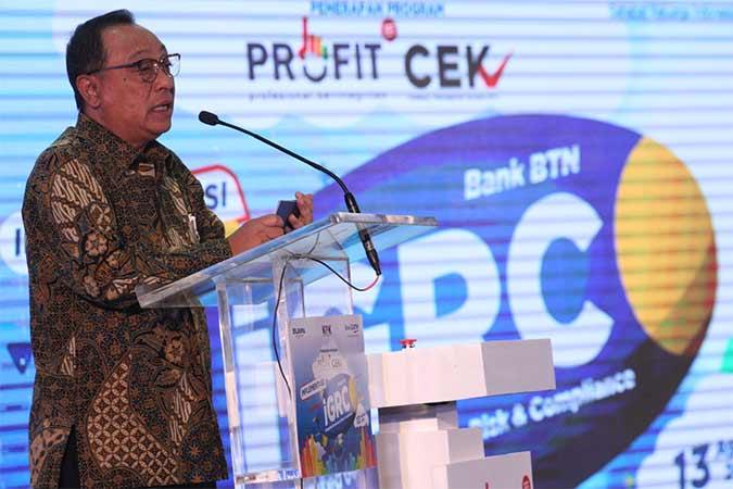 Direktur Utama PT Bank Tabungan Negara Tbk. Maryono menyampaikan sambutan tanda peluncuran Logo PROFIT ( Profesional Berintegritas) dan CEK (Cegah Korupsi) pada website Bank BTN di Jakarta, Selasa (13/8). Kemitraan kedua institusi ini digelar sebagai wujud dukungan penuh budaya anti korupsi. Adapun, Bank BTN menjadi perbankan pertama yang mengadopsi Program PROFIT dan CEK. Bisnis/Dedi Gunawann