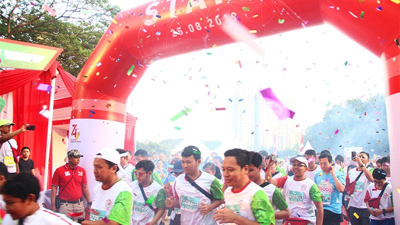 Peserta mengikuti Fun Run 5K and Fun Walk 2.5K Pasar Modal di Jakarta, Minggu (25/8/2019). Acara yang merupakan rangkaian peringatan diaktifkannya kembali Pasar Modal diikuti ratusan peserta. Bisnis/Triawanda Tirta Aditya