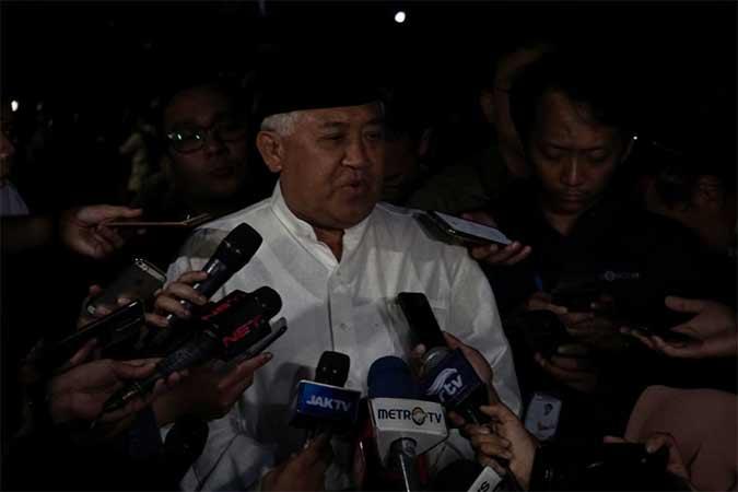 Mantan Ketua Umum Muhammadiyah, Din Syamsuddin memberikan keterangan pada media usai melayat Presiden ke-3 RI Bacharuddin Jusuf Habibie di rumah duka, Kuningan, Jakarta, Rabu (11/9). B.J. Habibie meninggal dunia pada Rabu (11/9) pukul 18.05 di usia ke-83 setelah beberapa hari menjalani perawatan intensif.