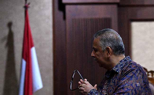 Terdakwa kasus dugaan suap proyek PLTU Riau-1 yang juga mantan Dirut PLN Sofyan Basir menjalani sidang lanjutan di Pengadilan Tipikor, Jakarta, Senin (16/9/2019). Sidang tersebut beragendakan mendengarkan keterangan saksi ahli. Antara/Sigid Kurniawan
