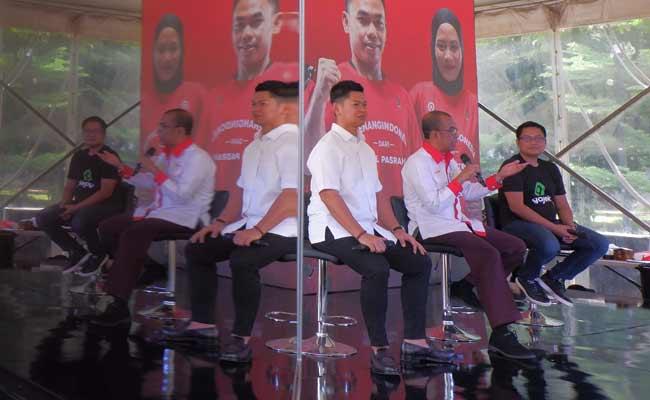 Group Chief Marketing Officer Go-Jek Ainul Yaqin (dari kanan), Sekretaris Menteri Pemuda dan Olahraga Gatot S Dewa Broto dan Ketua Umum (Ketum) Komite Olimpiade Indonesia (KOI) Raja Sapta Oktohari memberikan penjelasan pada konfrensi pers kampanye #MenangIndonesia di Jakarta, Senin (18/11). Kampanye #Menang Indonesia merupakan bentuk dukungan Go-Jek terhadap para atlet tanah air untuk berprestasi di ajang Sea Games 2019 yang akan dilaksanakan di Filipina pada 30 November-11 Desember 2019 nanti. Bisnis/Nurul Hidayat