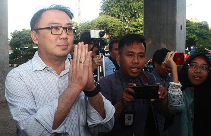 Direktur Utama PT Sinar Mas Asset Management Alex Setyawan keluar dari ruang seusai diperiksa selama 8,5 jam oleh tim penyidik Kejaksaan Agung di Jakarta, Rabu (15/1/2020). Alex Setyawan diperiksa sebagai saksi dalam kasus dugaan tindak pidana korupsi PT Asuransi Jiwasraya yang ditaksir merugikan keuangan negara sebesar Rp13,7 triliun. Bisnis/Triawanda Tirta Aditya