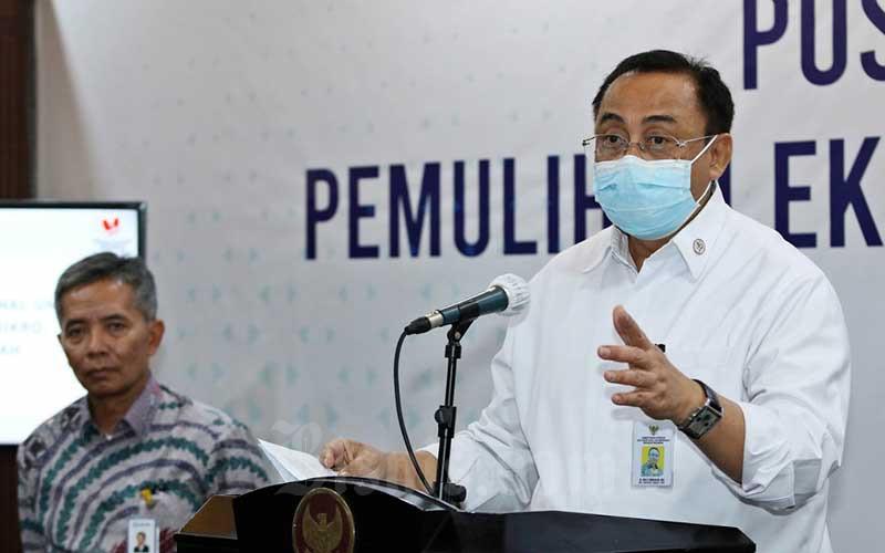 Sekretaris Kementerian Koperasi dan UKM Rully Indrawan (kanan) bersama dengan Direktur Bisnis Mikro BRI Supari memberikan paparan mengenai Program Pemulihan Ekonomi Nasional di Kantor Kementerian Koperasi dan UKM, Jakarta, Senin (6/7/2020). Dalam keterangan persnya, total anggaran dana Pemulihan Ekonomi Nasional (PEN) untuk UMKM sebesar Rp 123,46 triliun dan tidak semuanya dilaksanakan KemenkopUKM melainkan dikerjakan lintas Kementerian/ Lembaga dan BUMN. Bisnis/Eusebio Chrysnamurti