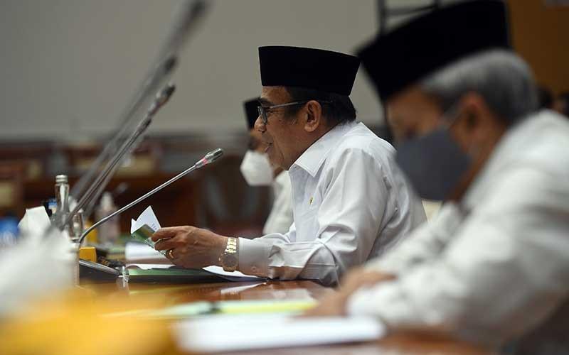 Menteri Agama Fachrul Razi mengikuti rapat kerja dengan Komisi VIII DPR di Kompleks Parlemen, Senayan, Jakarta, Selasa (7/7/2020). Rapat itu membahas mekanisme pembatalan keberangkatan jemaah haji dan evaluasi kinerja dan anggaran program penanggulangan Covid-19 di madrasah dan pesantren. ANTARA FOTO/Akbar Nugroho Gumay