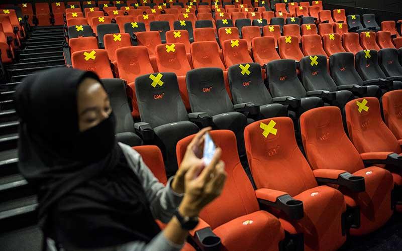Suasana simulasi pembukaan dan peninjauan tempat hiburan bioskop CGV Cinemas di Bandung Electronic Center (BEC), Bandung, Jawa Barat, Kamis (9/7/2020). ANTARA FOTO/M Agung Rajasa