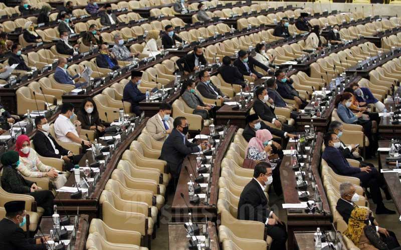 Suasana Rapat Paripurna DPR ke-18 Masa Persidangan IV Tahun 2019-2020 di Kompleks Parlemen, Jakarta, Selasa (14/7/2020). Bisnis/Himawan L Nugraha