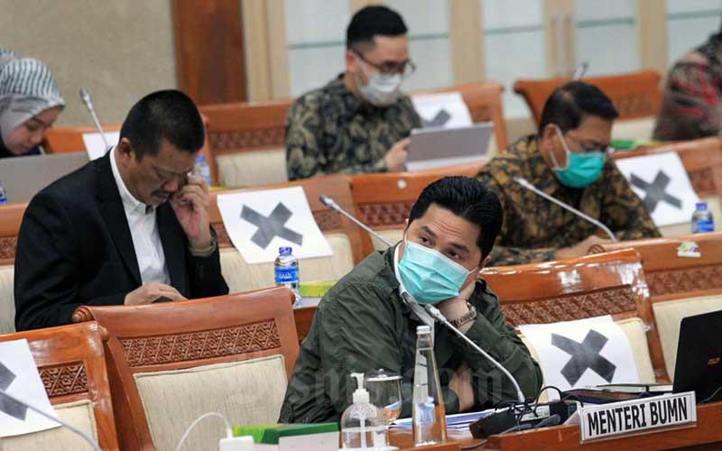 Menteri Badan Usaha Milik Negara (BUMN) Erick Thohir mengikuti rapat kerja dengan Komisi VI DPR di Jakarta, Rabu (15/7/2020). Bisnis/Dedi Gunawan
