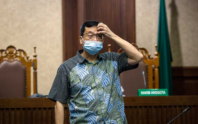 Terdakwa kasus dugaan korupsi pengelolaan keuangan dan dana investasi PT Asuransi Jiwasraya Benny Tjokrosaputro saat jeda sidang lanjutan di Pengadilan Tipikor, Jakarta, Rabu (5/8/2020). ANTARA FOTO/Dhemas Reviyanto