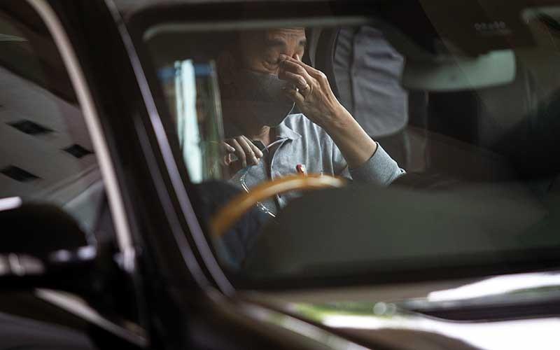 Presiden Joko Widodo seusai melakukan peninjauan fasilitas produksi dan uji klinis tahap III vaksin Covid-19 di Fakultas Kedokteran Universitas Padjadjaran, Bandung, Selasa (11/8/2020). ANTARA FOTO/Dhemas Reviyanto