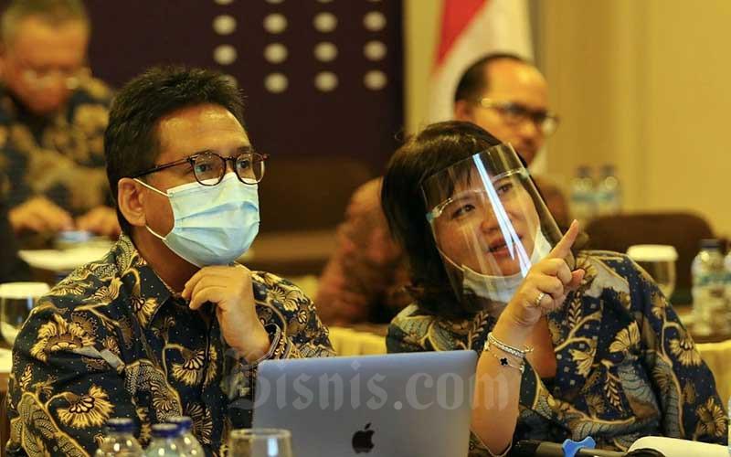 Ketua Asosiasi Pengusaha Indonesia (Apindo) Hariyadi B. Sukamdani(kiri) bersama dengan Wakil Ketua Umum Shinta Widjaja Kamdani saat Rapat Kerja dan Konsultasi Nasional (Rakerkonas) APINDO 2020 yang dilakukan secara virtual di Jakarta, Rabu (12/8/2020). Bisnis/Eusebio Chrysnamurti