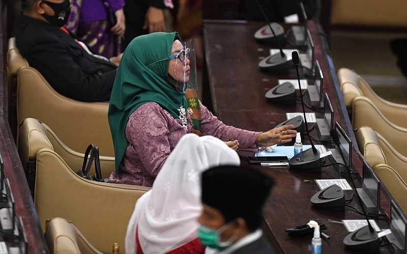 Anggota DPR menghadiri sidang tahunan MPR dan Sidang Bersama DPR-DPD di Komplek Parlemen, Senayan, Jakarta, Jumat (14/8/2020). ANTARA FOTO/Akbar Nugroho Gumay
