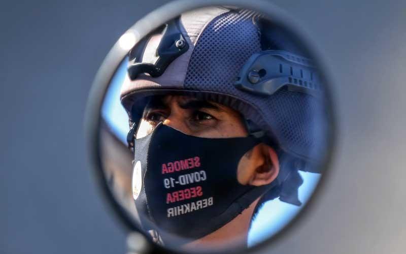 Personel Polisi mengikuti apel peluncuran Satgas Covid-19 Hunter di Mapolres Lhokseumawe, Aceh, Selasa (22/9/2020). Kepolisian jajaran Polda Aceh membentuk team Peu Croek Covid-19 Hunter yang akan bertugas memburu pelanggar protokol Kesehatan dan memberi respons cepat dalam mencegah penyebaran Covid-19 yang semakin meningkat di Aceh. ANTARA FOTO/Rahmad