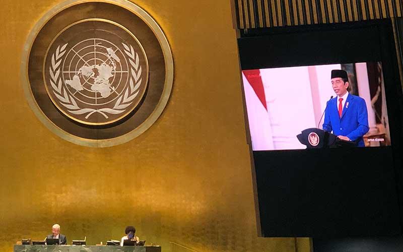 Layar memperlihatkan Presiden Joko Widodo menyampaikan pidato yang telah direkam sebelumnya pada Sidang Majelis Umum ke-75 PBB secara virtual di Markas PBB, New York, Amerika Serikat, Rabu (23/9/2020). Dalam pidatonya Jokowimengajak pemimpin dunia untuk bersatu dan bekerja sama dalam menghadapi pandemi Covid-19. ANTARA FOTO/HO/Kemenlu