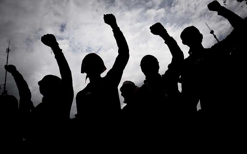 Buruh mengikuti aksi menolak Undang-Undang Cipta Kerja di Kawasan Patung Kuda Arjuna Wiwaha, Jakarta, Kamis (22/10/2020). ANTARA FOTO/Aprillio Akbar