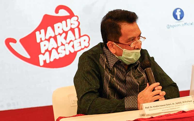 Ketua Komisi Nasional (Komnas) Pengkajian & Penanggulanan Kejadian Ikutan Pasca Imunisasi (PP-KIPI) Hindra Irawan Satari memberikan keterangan pers terkait pengawalan keamanan vaksin Covid-19 di Jakarta, Kamis (19/11/2020). Untuk memastikan pemenuhan persyaratan khasiat dan keamanan vaksin Covid-19, BPOM terus melakukan pengawalan pelaksanaan uji klinik, mulai dari percepatan proses evaluasi dalam rangka pemberian Persetujuan Protokol Uji Klinik (PPUK) hingga pelaksanaan inspeksi untuk memastikan pelaksanaan uji klinik sesuai dengan protokol yang disetujui dan ketentuan pelaksanaan Cara Uji Klinik yang Baik (CUKB) atau Good Clinical Practice. ANTARA FOTO/Rivan Awal Lingga