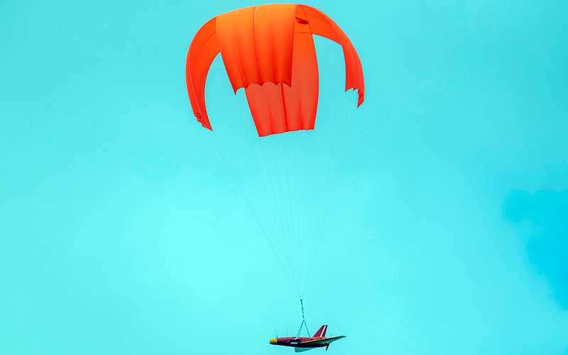 Drone Banshee Whirlwind milik Arhanud TNI AD yang diposisikan sebagai drone musuh melakukan pendaratan saat Latihan Antar Kecabangan TNI AD Kartika Yudha Tahun 2020 di Pusat Latihan Tempur (Puslatpur) TNI AD, Baturaja Timur, Ogan Komering Ulu (OKU), Sumatera Selatan, Selasa (24/11/2020). ANTARA FOTO/Nova Wahyudi