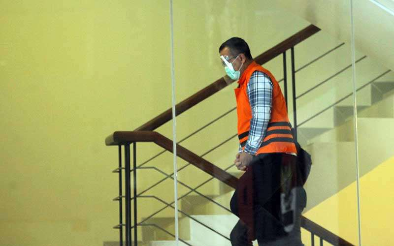 Menteri Kelautan dan Perikanan Edhy Prabowo  bersiap menjalani pemeriksaan  perdana sebagai tersangka di Gedung Komisi Pemberantasan Korupsi (KPK), di Jakarta, Kamis (26/11/2020). KPK sebelumnya menetapkan tujuh tersangka dalam kasus dugaan suap terkait perizinan tambak, usaha, dan atau pengelolaan perikanan atau komoditas perairan sejenis lainnya tahun 2020.  ANTARA FOTO/ Reno Esnir
