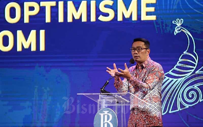 Gubernur Jawa Barat Ridwan Kamil menyampaikan pemaparan pada Pertemuan Tahunan Bank Indonesia 2020 Provinsi Jawa Barat di Bandung, Jawa Barat, Kamis (3/12/2020). Bisnis/Rachmanrn