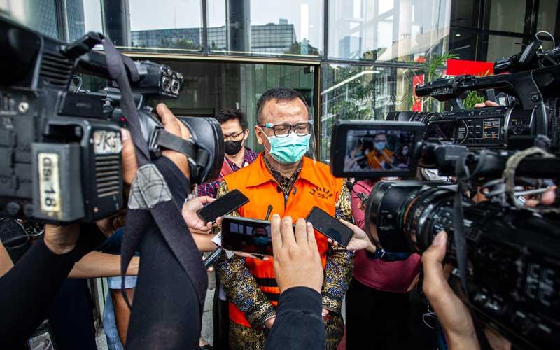 Mantan Menteri Kelautan dan Perikanan (KKP) Edhy Prabowo usai menjalani sidang perdana kasus dugaan suap izin ekspor benih bening lobster atau benur yang digelar secara virtual dari Pengadilan Tipikor di Gedung Merah Putih KPK, Jakarta, Kamis (15/4/2021). Sidang tersebut beragendakan pembacaan dakwaan oleh Jaksa Penuntut Umum KPK. ANTARA FOTO/Dhemas Reviyanto