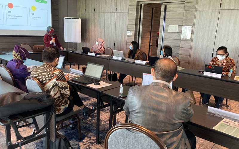 Suasana Workshop Management Social Media Guna Meningkatkan Engagement Media Sosial yang digelar oleh KPPU bekerja sama dengan Bisnis Indonesia Learning Center di Tangerang, Banten, Jumat (23/4/2021). Pelatihan bertujuan untuk meningkatkan kemampuan dalam mengelola media sosial yang dimilik oleh KPPU. Bisnis