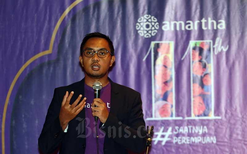 Founder & CEO PT Amartha Mikro Fintek (Amartha) Andi Taufan Garuda Putra memberikan sambutan saat perayaan Amartha 11 Tahun di Jakarta, Senin (3/5/2021). Amartha mendapatkan pendanaan baru senilai USD 28 Juta atau setara dengan Rp 405 Miliar yang dipimpin oleh Women's World Banking Capital Partners II (WWB) bersama dengan MDI Ventures dan didukung oleh investor lama seperti: Mandiri Capital Indonesia, UOB Venture Management. Bisnis/Eusebio Chrysnamurti
