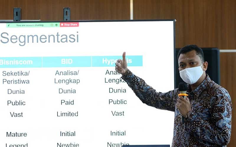 Wakil Pemimpin Redaksi Bisnis Indonesia Fahmi Achmad  memberikan sambutan saat peluncuran bisnisIndonesia.id dan hypeabis.id di Jakarta, Jumat (7/5/2021). Ditengah pandemi Covid-19 Bisnis Indonesia Group meluncurkan bisnisIndonesia.id dan hypeabis.id. Bisnis/Eusebio Chrysnamurti