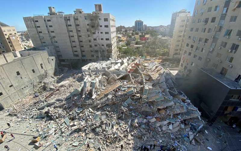 Serangan udara Israel yang menghancurkan sejumlah kantor media di gedung Al-Jalaa, Palestina, Sabtu (15/5/2021). Bisnis/Twitter TRT World New