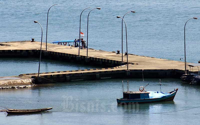 Suasana Pelabuhan Panasahan Painan, Kabupaten Pesisir Selatan, Sumatra Barat, Senin (17/5/2021). Direktur Jenderal Perhubungan Laut, Kementerian Perhubungan, akan melakukan pengembangan Pelabuhan Panasahan Painan, Kabupaten Pesisir Selatan, Sumatra Barat. Hal ini dikarenakan daerah Pesisir Selatan potensi laut yang cukup besar untuk menjadi penunjang perekonomian daerah. Pelabuhan Panasahan Painan kini memiliki 2 dermaga dengan masing-masing dengan panjang 50 meter dan 80 meter. Bisnis/Noli Hendra