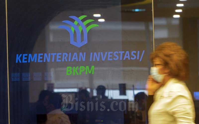 Calon investor berada di kantor Kementerian Investasi/BKPM di Jakarta, Kamis (10/6/2021). Kementerian Investasi/Badan Koordinasi Penanaman Modal (BKPM) menyampaikan bahwa Presiden Joko Widodo meminta agar bisa mendapatkan investasi antara Rp1.100 triliun sampai Rp1.200 triliun tahun depan. Hal itu karena pertumbuhan ekonomiIndonesia selama ini didominasi oleh sektor konsumsi rumah tangga antara 57 persen sampai 60 persen, sedangkan penanaman modal 30 persen. Bisnis/Himawan L Nugraha
