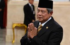 Wah, SBY Sentuh dan Angkat Trofi Piala Dunia