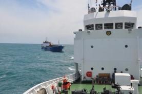 Penjaga Laut Selamatkan KM Burung Laut di Ujung Karawang