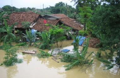 Banjir Disertai Tanah Longsor Tewaskan 8 Orang dan Ribuan Warga Mengungsi