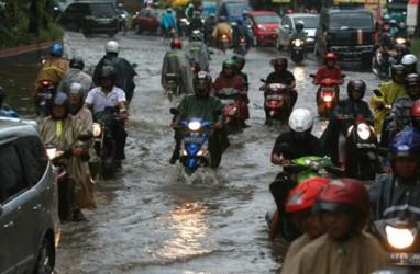 Jakarta Banjir: PMI Evakuasi Warga