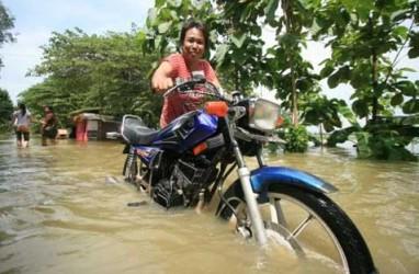 Menko Kesra Datangi Korban Banjir Bandang Manado