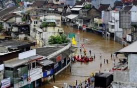 Banjir Lagi, Warga Karet Tengsin Mulai Mengungsi