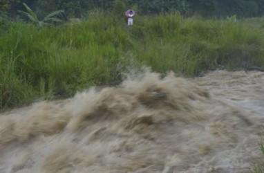 Air Bendungan Pencucian Bijih Besi di Kotabaru Meluap