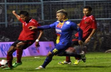 ISL 2014:  Arema Lumat Persik 5-0