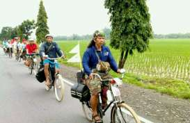 Seribu Penggemar Sepeda Tua Parade di Denpasar