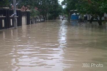 Istri Karyawan Jiwasraya Bantu Korban Banjir Manado