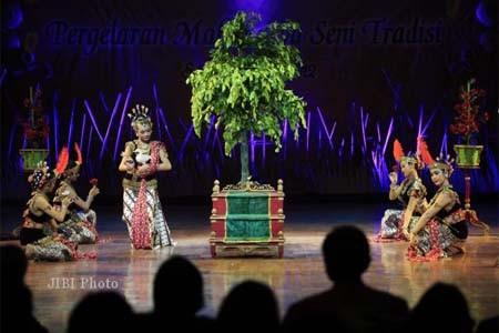 Terdapat tujuh tarian dari berbagai daerah di Indonesia turut dimasukkan dalam sendratari mulai dari tarian dari Irian sampai tari Bali.  - bisnis.com